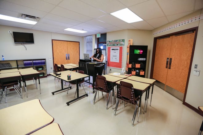 Cynthia Perez, a sixth-grade math, science, social studies for Gadsden Elementary teaches her class through video chat Monday, Aug. 3, 2020.