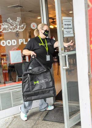 Waitr provides masks, gloves and sanitation spray to all its drivers. It also offers no-contact delivery for all restaurant orders.