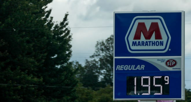 Marathon's gas prices have dropped from $1.99 to $1.95 on 12th Avenue. Ebony Cox/USA TODAY NETWORK-Wisconsin