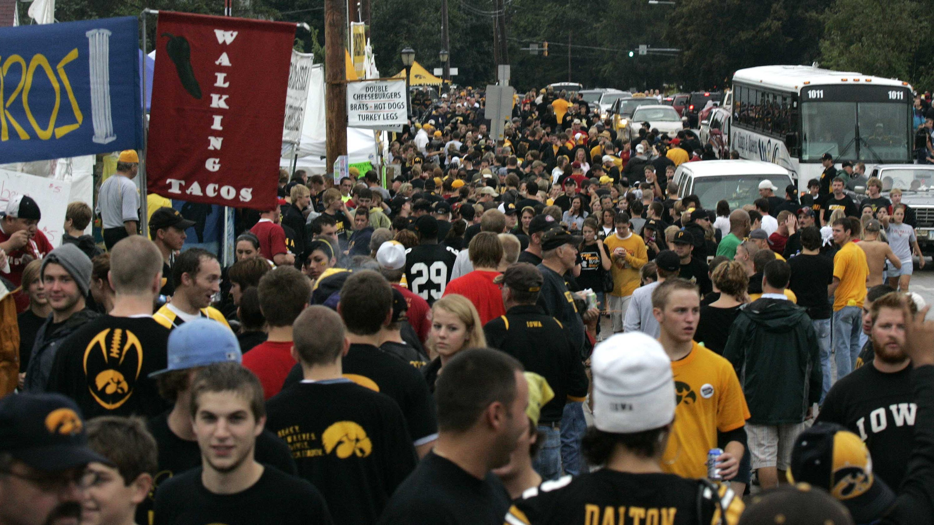 Iowa City plans to bar Melrose Avenue vendors from setting up outside Kinnick Stadium over COVID-19 concerns