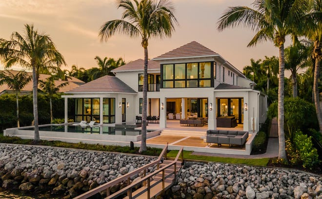 London Bay Homes has completed their newest luxury model home at 700 Admiralty Parade West that maximizes the beauty of its idyllic location with views across Admiralty Bay to Keewaydin Island.