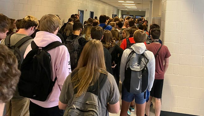 Georgia students test positive for COVID-19 after viral school photo