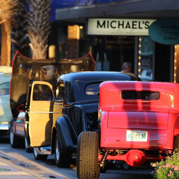 Leesburg is hosting its monthly cruise-in Saturday evening.