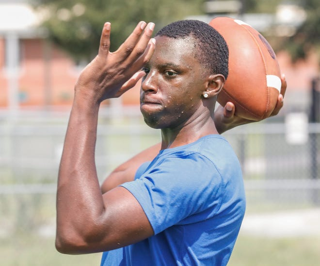 Auburndale quarterback Neil Bryant led the junior varsity team last year. He played one varsity game later in the season.   [PIERRE DUCHARME/THE LEDGER]