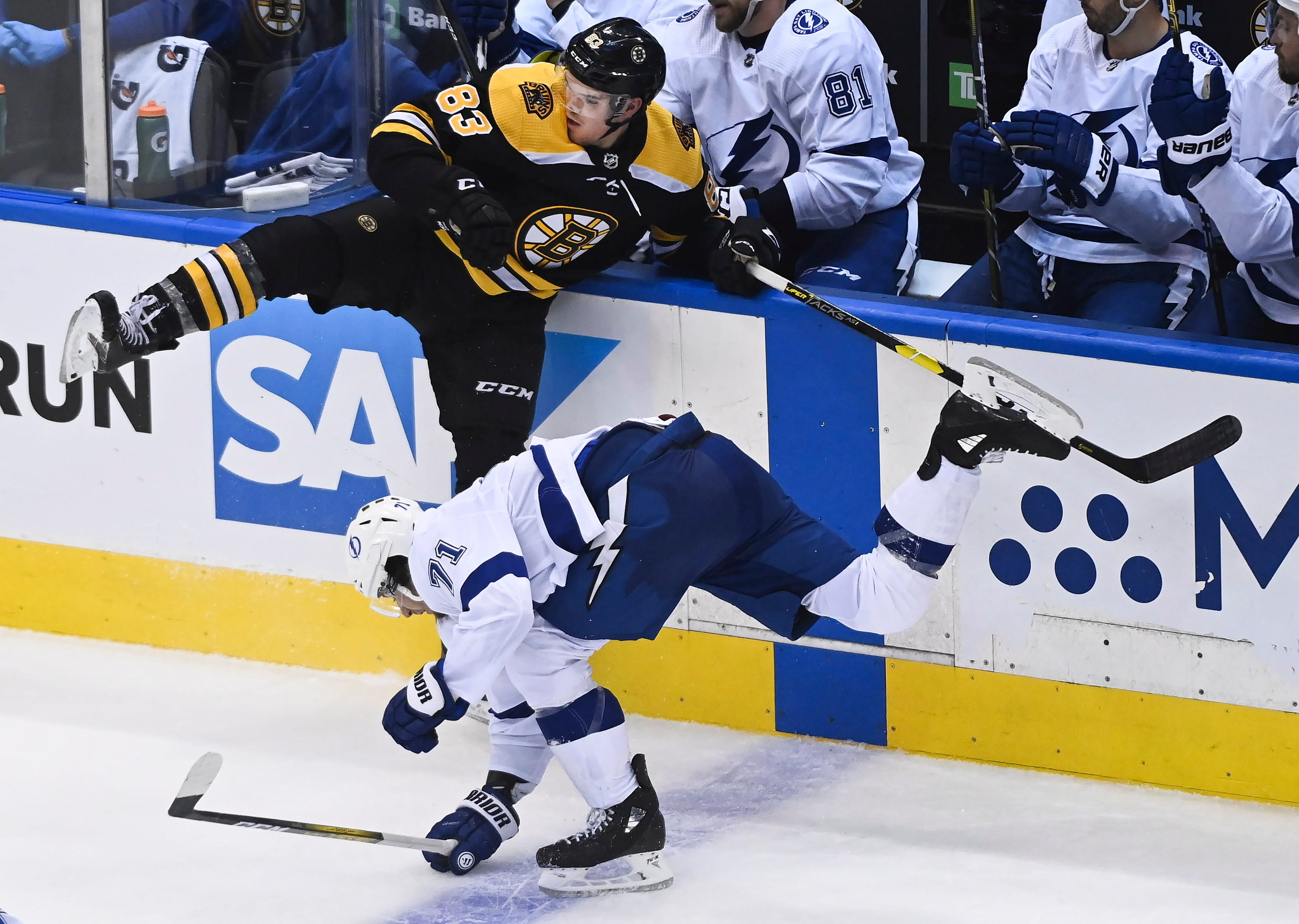 Wednesday S Nhl Playoffs Lightning Beat Bruins 3 2 Improve To 2 0 In Seeding Round