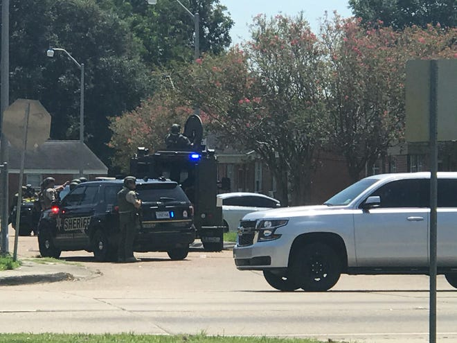 Lafayette Police are responding to a man who they think has barricaded himself in a home after a shooting on Moss Street.