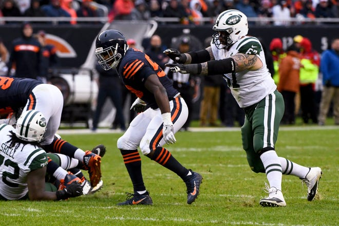 Former New York Jets guard Brian Winters signed with the Bills.