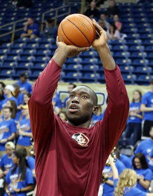 Former Florida State center Michael Ojo, pictured in 2017, died Friday at age 27. [Charles LeClaire/USA Today Sports]