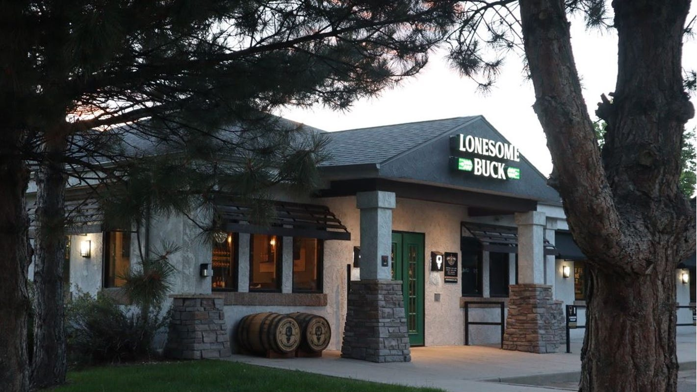 Windsor Stuft Burger Bar reopens as Lonesome Buck Smokehouse and Taproom