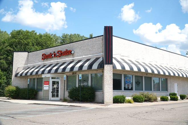 This former Steak 'n Shake location at Six Mile and Middlebelt is up for auction.