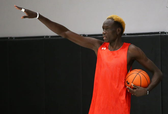 PHH Prep player Matur Dhal during practice at the Phhacility gym in Phoenix. Mandatory Credit: Rob Schumacher/The Arizona Republic via USA TODAY NETWORK