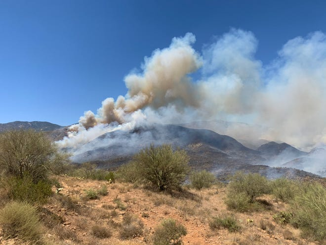 The Bumblebee fire grows to 1,000 acres after sparking Friday morning on August 7, 2020.