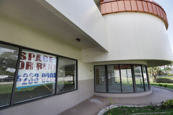 An empty storefront for rent is shown Friday in Miami. Gov. Ron DeSantis said in a Friday news conference that hospitalizations, positivity rates and other indicators were improving across Florida. DeSantis said he wants the numbers to continue to improve so tourism can return to the state and workers in the hospitality and service industry can return to work. [WILFREDO LEE/THE ASSOCIATED PRESS]
