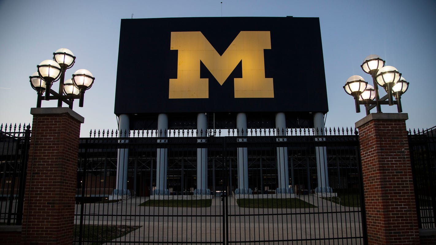 Dozens of ex-Michigan football players, Anderson victims to demand action from school