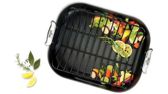 This roasting pan can handle a whole bird with ease.