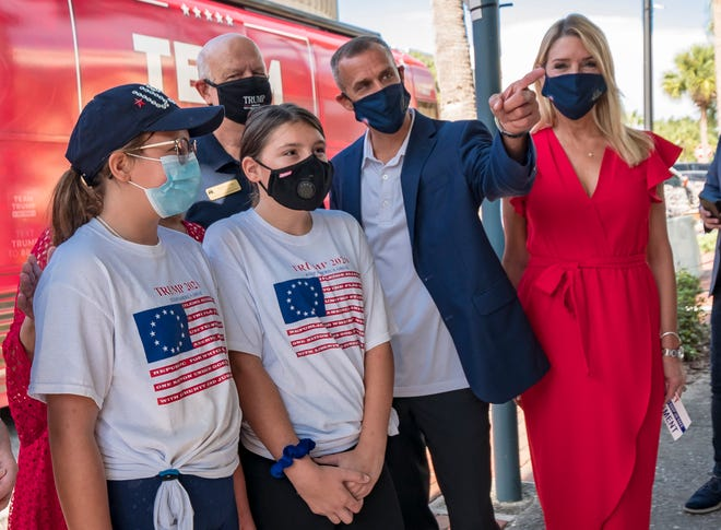 Corey Lewandowski, center, and Pam Bondi pose with two girls at Lake County Republican Party headquarters in Tavares on Tuesday, Aug. 11, 2020. [PAUL RYAN / CORRESPONDENT]