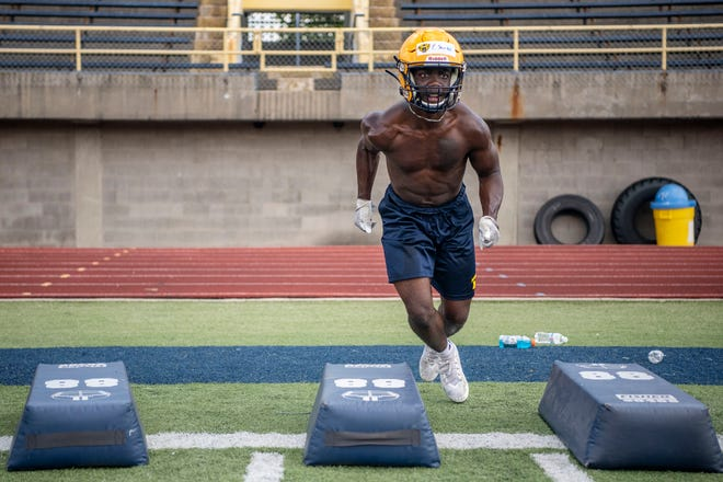 Senior Felix Shorter runs drills during the first practice of the season on Monday, Aug. 10, 2020 at Battle Creek Central High School.
