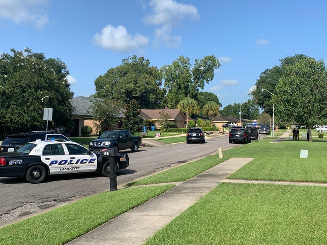 Louisiana State Police is investigating after a Lafayette Police officer shot and injured a man after the department was called to investigate burglary complaints.