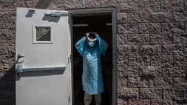 Líderes de salud piden toque de queda en AZ para frenar contagios