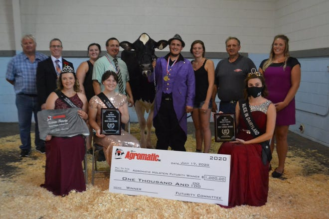 First place and top bred & owned in the 2-year-old class went to Derrek and Darren Kamphuis with Kampy Doorman Braelyn, center. Joining them front row from left are, Roslind Anderson, 2020 Wisconsin Holstein Princess Attendant;  Hannah Ullom, 2020 Wisconsin Holstein Association Princess; 2020 Alice in Dairyland, Julia Nunes. Back row from left, trophy sponsor, Rick Julka; Show Judge, Roger Turner; Valerie Kramer, Rachel Kamphuis, Steve Kamphuis and Show Sponsor, Whitney Birschbach representing Agromatic. .