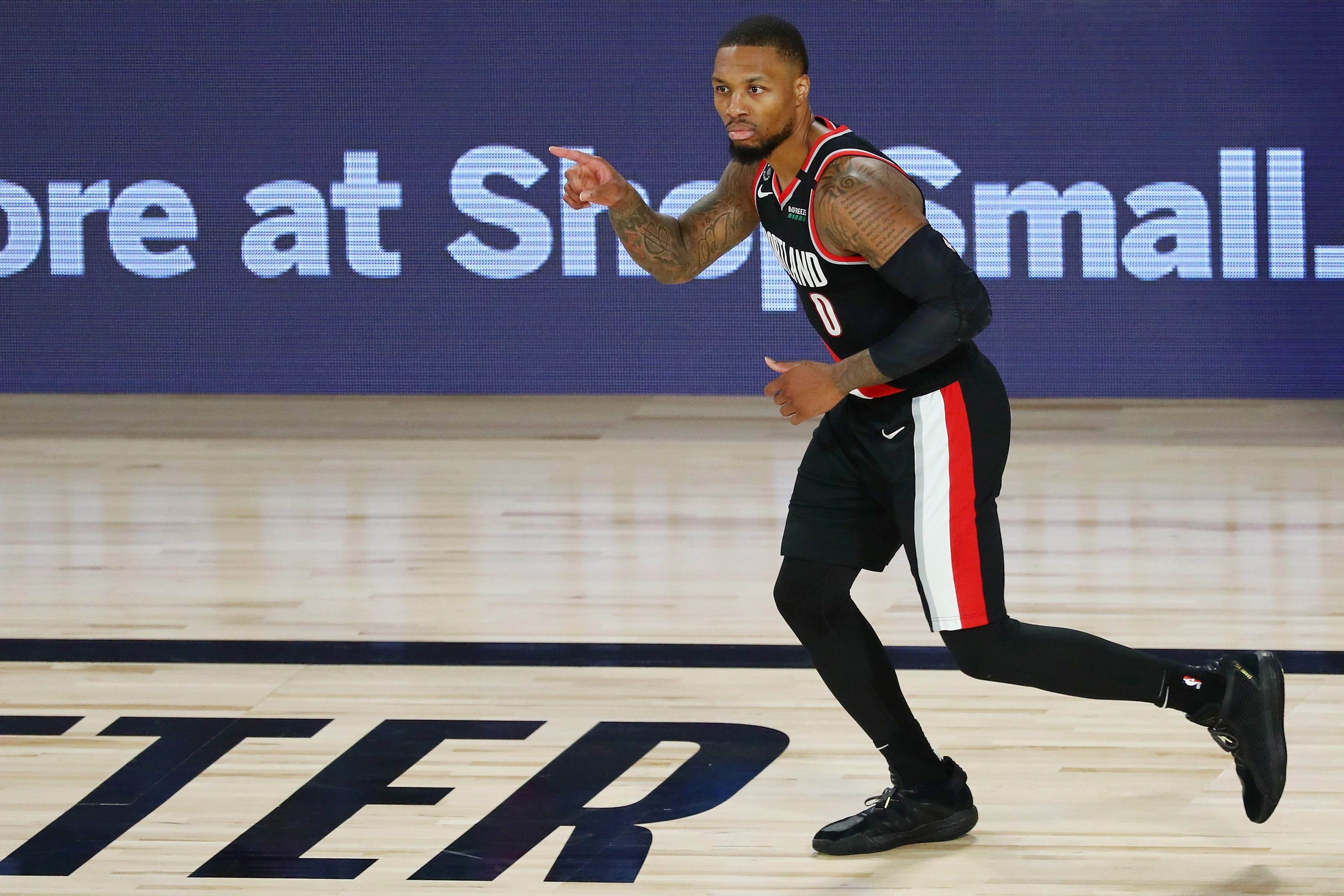 Damian Lillard does it again with 61 points as Blazers clinch spot in West play-in