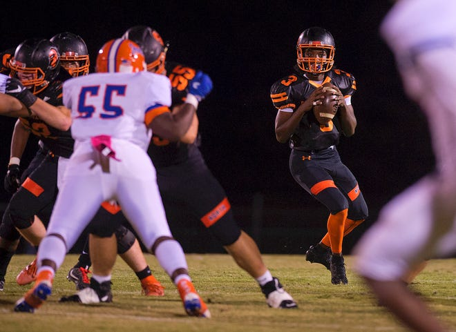 North Davidson quarterback Tedric Jenkins looks for receivers on a pass play against Lexington during the 2019 season. [Donnie Roberts/The Dispatch]