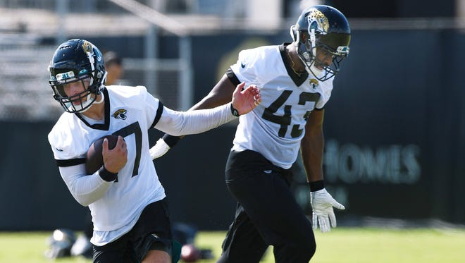 Jaguars middle linebacker Joe Schobert (47) runs with the football during a drill on Wednesday, with teammate Joe Giles-Harris (43) behind him.