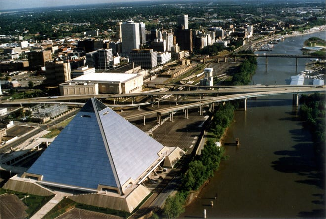 May 21, 1993 - An aerial view of downtown Memphis and The Pyramid.