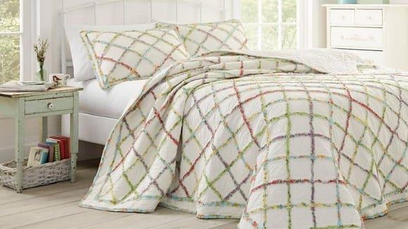 How stunning is this Laura Ashley quilt?