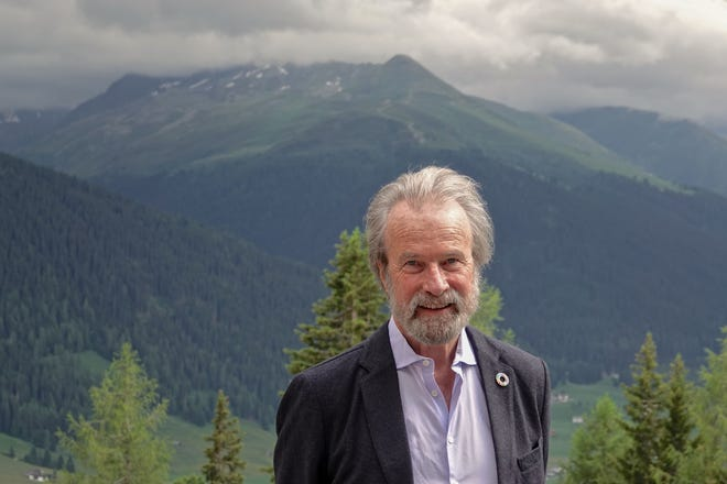 Konrad Steffen, US-Swiss glaciologist and WSL director, died on Aug. 8, 2020 in an accident during a campaign of measures in Greenland.