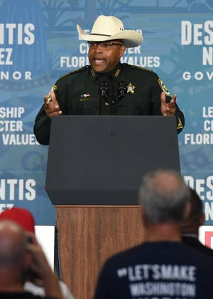 Clay County Sheriff Darryl Daniels campaigning for Ron DeSantis in 2018.