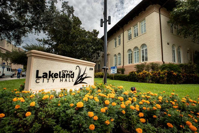 Lakeland officials are seeking individuals who are interested in serving as an interim commissioner for three months after Commissioner Scott Franklin's resignation takes effect Jan. 3, 2021.
