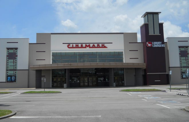 Cinemark Tinseltown Oak Ridge as it appeared while closed earlier this year.