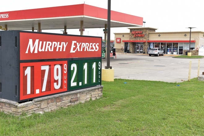 Gas prices remain low in the Fayetteville area, including at a Murphy Express gas station on Fayetteville Road. [Ed Clemente/For The Fayetteville Observer]