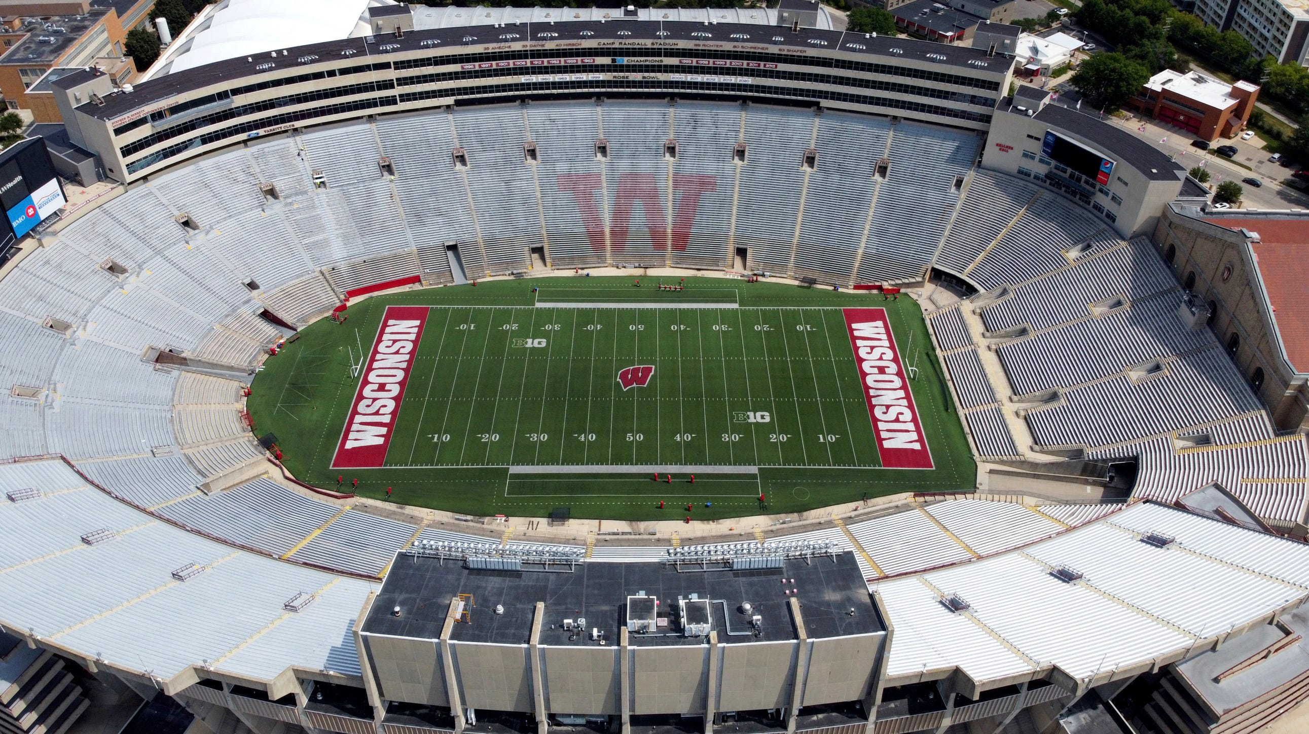 Wisconsin football's COVID-19 cases continue to rise, next week's Purdue game in doubt