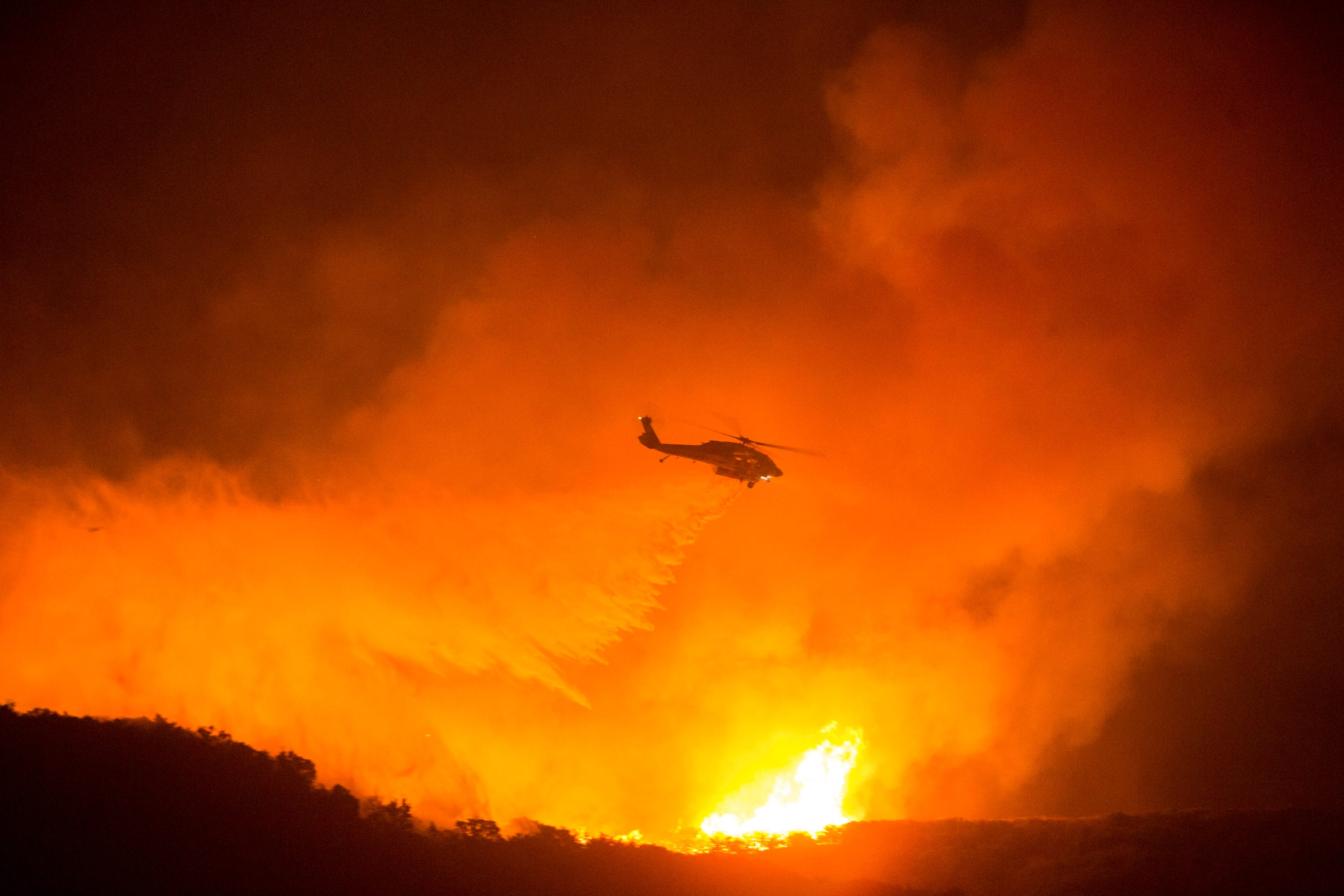 Friday to bring hot, dry forecast as  hard to predict  Lake Fire grows in Southern California