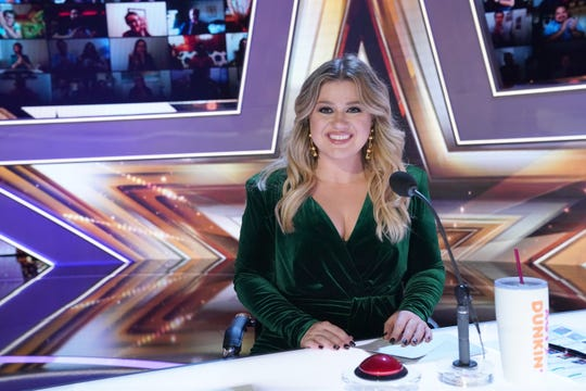 Kelly Clarkson filled in for Simon Cowell