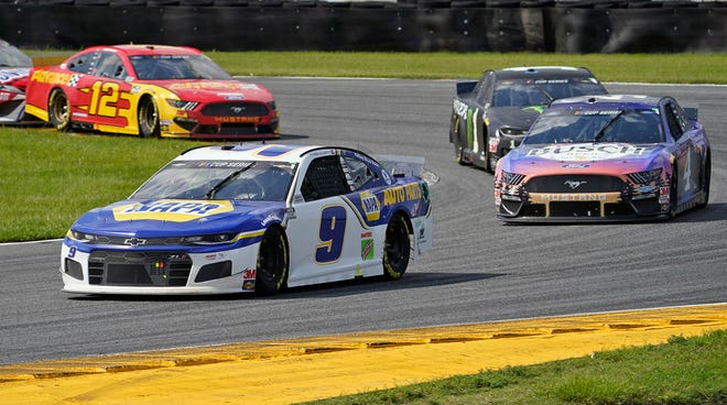Chase Elliott leads the field through the east horseshoe in Daytona's infield road course. [N-J/Nigel Cook]