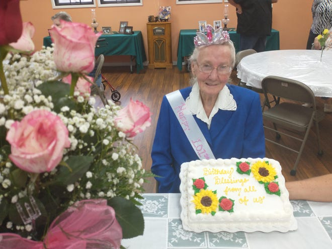 Carrie Branham, who turned 100 last week, celebrates her birthday in a festive way with the community.
