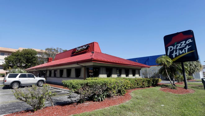 Pizza Hut has reached an agreement with one of its largest franchisees to close 300 under-performing U.S. restaurants. NPC International, a Leawood, Kansas-based franchisee, announced the agreement Monday in a bankruptcy court filing.