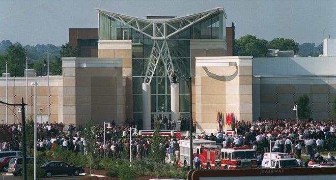 The Airborne & Special Operations Museum celebrates its opening on Aug. 16, 2000. [File photo/The Fayetteville Observer]