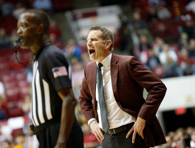Alabama Head Coach Nate Oats yells during the second half as the Crimson Tide plays Tennessee in Coleman Coliseum Tuesday, Feb. 4, 2020. The Tide lost the game 69-68. [Staff Photo/Gary Cosby Jr.]