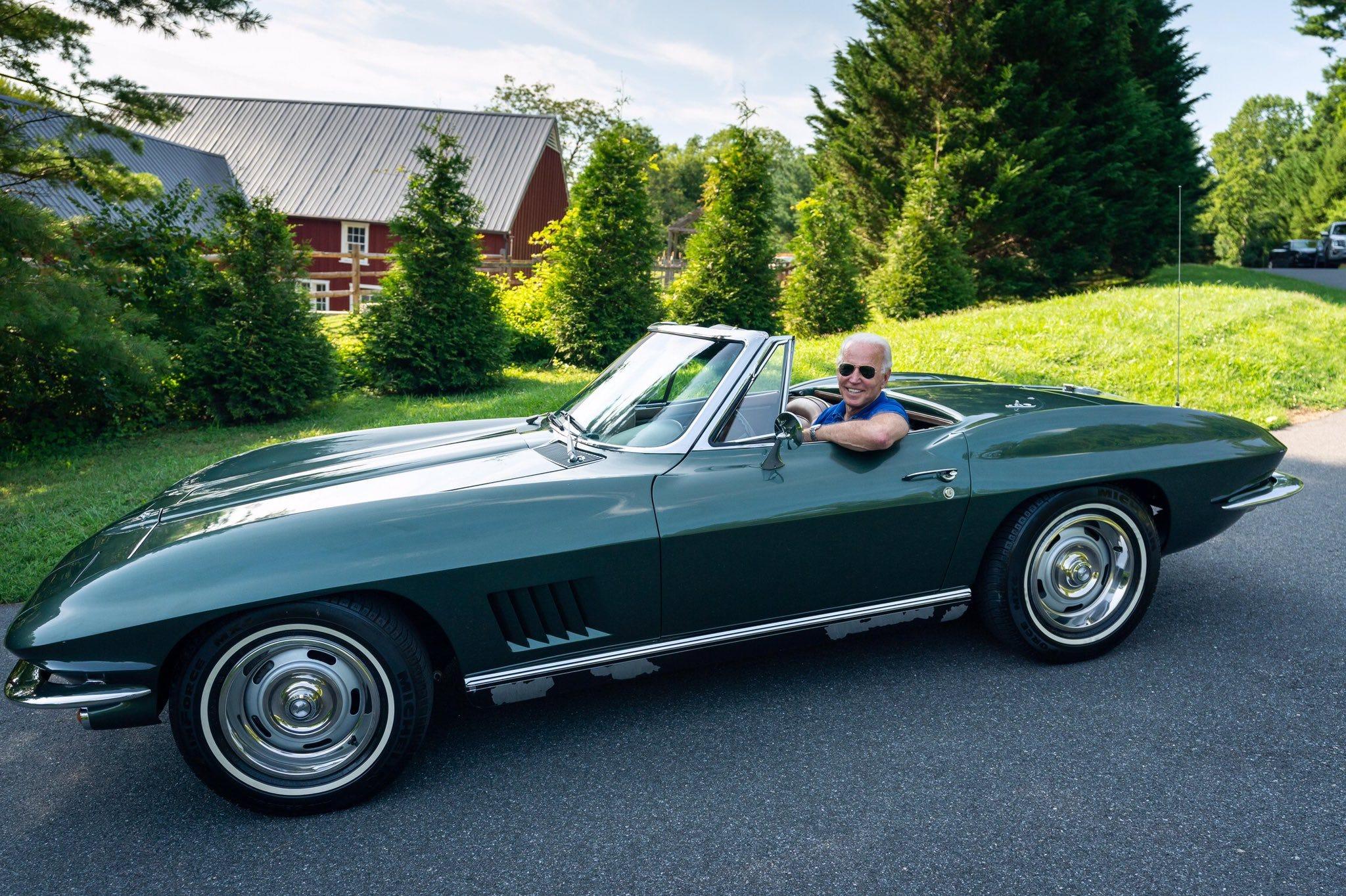 Toutes (ou presque) les brochures et user manual de Corvette (C1 a C8). 98d7adcc-ce1a-488d-b8b9-49dc00e8b455-Biden_03