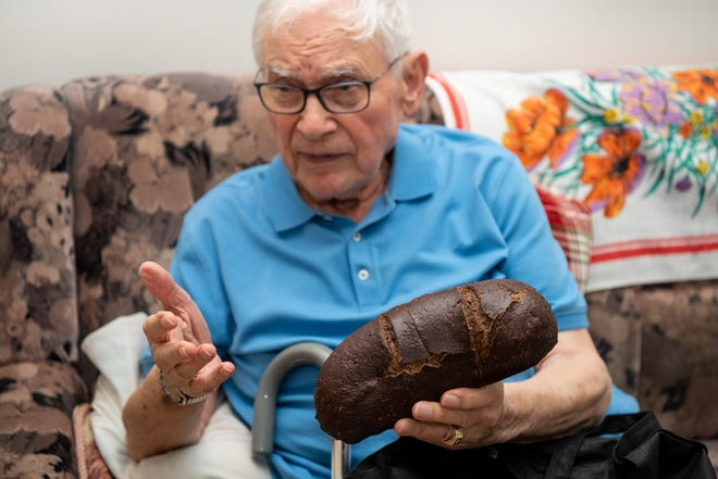 Ernie Gross, of Philadelphia describes living on small rations of bread and potatoes during his captivity at Auschwitz-Birkenau and Dachau.