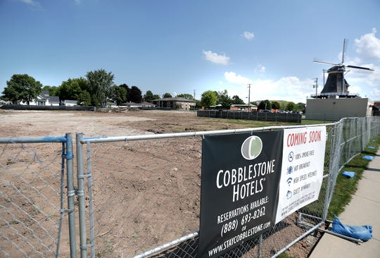 Cobblestone Hotel and Suites will build west of the windmill in Little Chute.