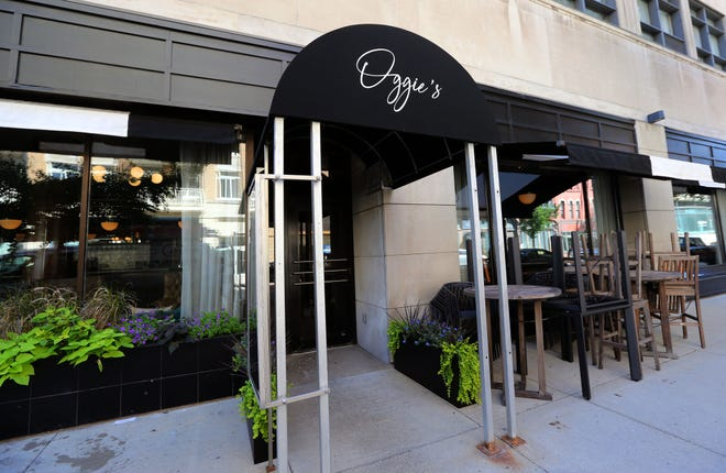 Oggie's restaurant in downtown Milwaukee on Mason Street is closed, just 2 weeks after it opened.