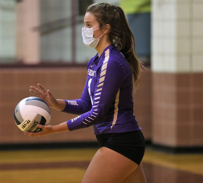 Sterling City's Kiely Johnson gets ready to serve against Bronte in a nondistrict volleyball showdown at Bronte High School on Monday, Aug. 17, 2020.