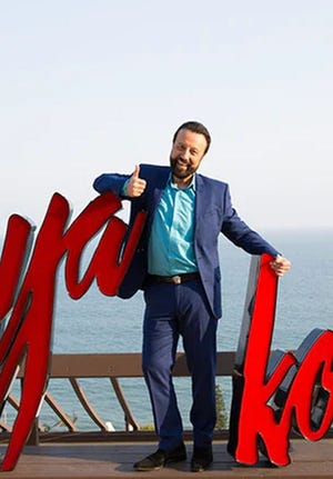 Comedian Yakov Smirnoff will perform a streaming show on Aug. 29 for the Martin Theatre in Panama City.