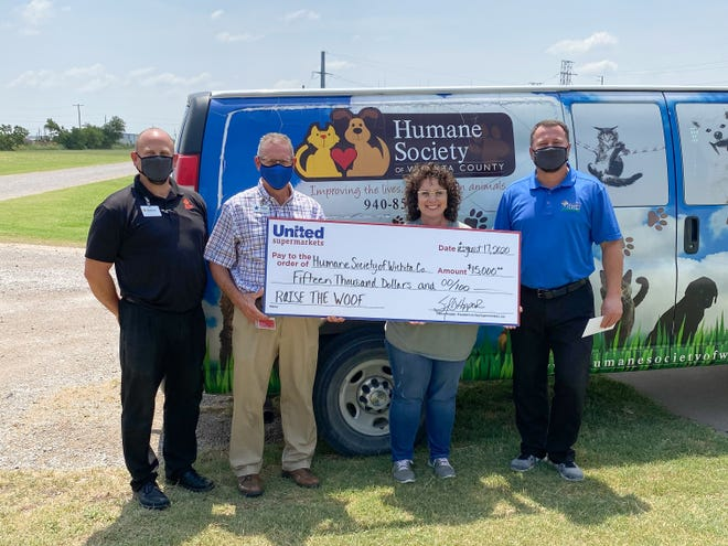 United Supermarkets donated $15,000 to the Humane Society of Wichita County for their renovation project.