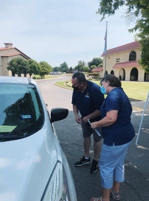 OKWU officials welcome students as they move back to campus over the weekend.